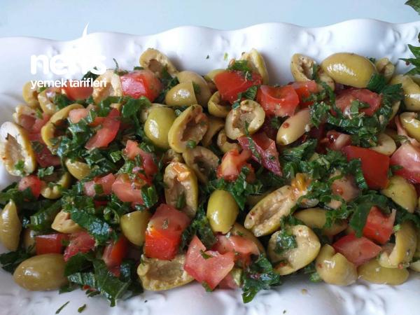 Isırganlı Yesil Zeytin Salatası