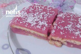 Karadut Suyu İle Bisküvili Pasta Tarifi