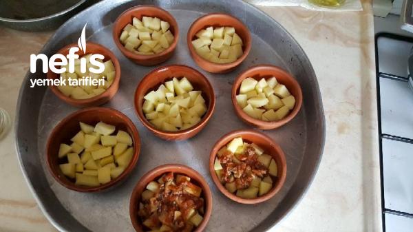 Güveçte Porsiyonluk Patates Oturtma