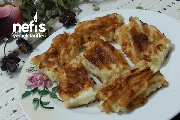 Kırma Börek (Lezzeti Sosunda) Tarifi