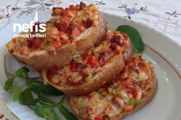 Şahane Pizza Tadında Bayat Ekmek Dilimleri Tarifi