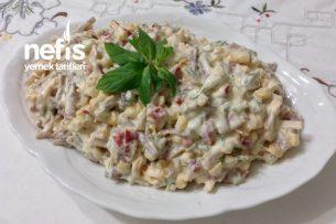 Şahane Yoğurtlu Köz Biberli Kavrulmuş Erişte Salatası Tarifi