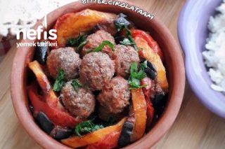 Güveçte Patatesli Patlıcanlı Köfte Tarifi