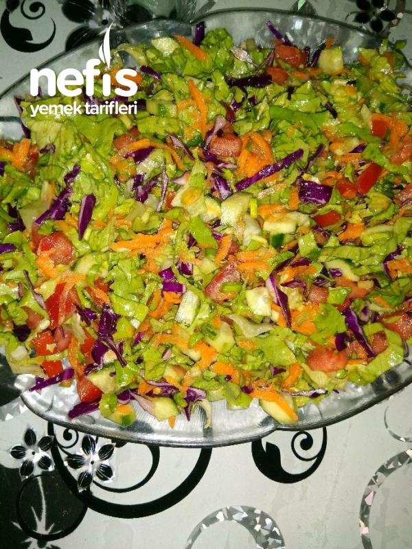 İftar Sofralarına Yakışan Klasik Salata Tarifi