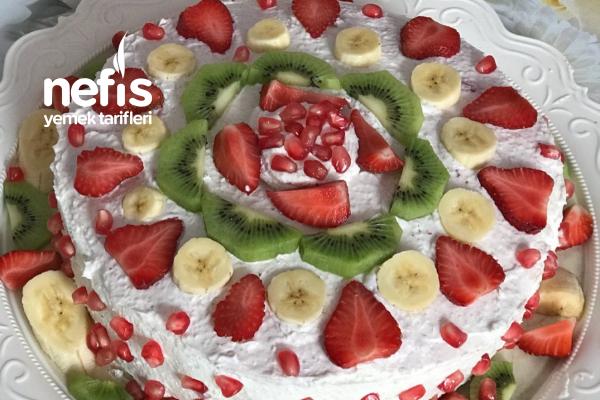 Meyveli İrmikli Yaş Pasta (Hazır Krema Yerine Muhteşem Bir Kremayla) Tarifi