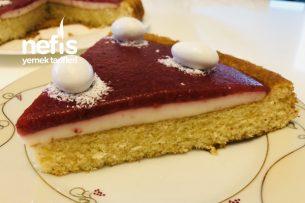 Beyaz Benekli Çilek Soslu Tart Pasta Tarifi