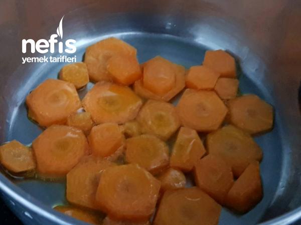 Havuçlu Yoğurtlu Makarna (Az Kalorili Sos Alternatifi)