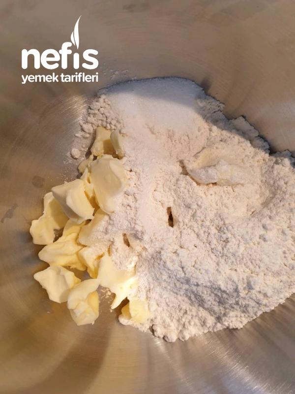 Kremalı Raventli Hafif Pasta (rhabarberkuchen)