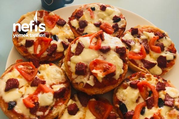 Kolay Pizza (Hamburger Ekmeğinden) Tarifi