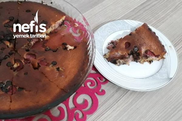 Çilekli Cevizli Çikolatalı Kek (Videolu) Tarifi