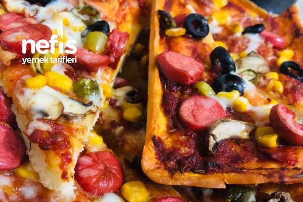 Evde Muhteşem Bol Malzemeli Pizza Tarifi