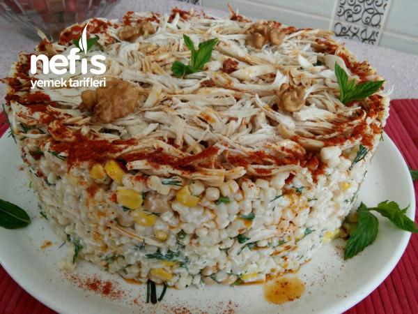 Tavuklu Yoğurtlu Kuskus Salatası