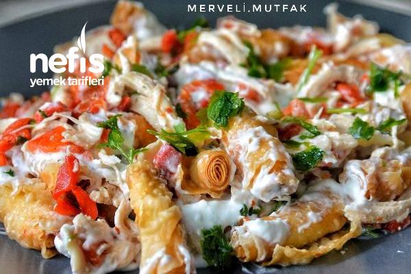 Çıtır Yufkalı Tavuklu Salata (Nefis Gün Salatası) Tarifi