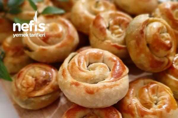 Pazılı Mini Gül Böreği (El Açması) Tarifi