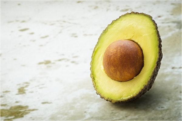 Avokado Çekirdeğinin Şaşırtıcı 7 Faydası, Çimlendirme ve Kullanımı Tarifi