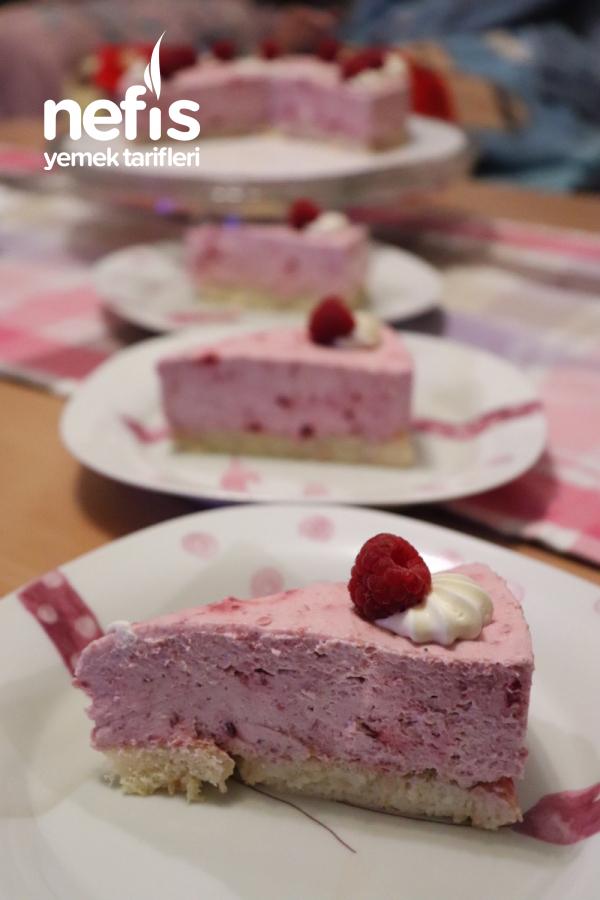 Ahududulu Kremalı Pasta