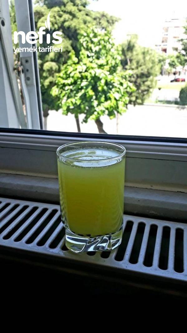Sıcak Yaz Mevsiminin Vazgeçilmezlerinden Hazır Tadında Ev Limonatası