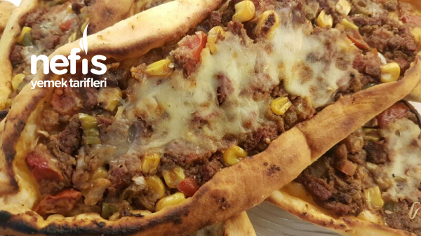 Zaterli Karisik Pide Pizza