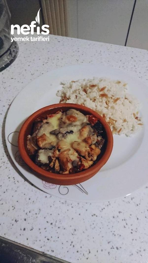 Güveçte Mantarlı Tavuk Sote (patates Püresi Yatağında)