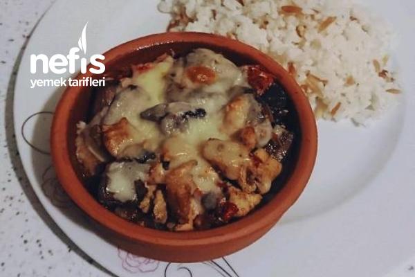 Güveçte Mantarlı Tavuk Sote (Patates Püresi Yatağında) Tarifi