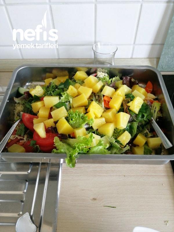 Nefis Hawai Salatasi (Ananasli)