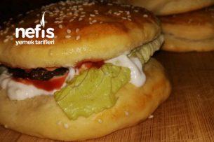 Ekmeğinden Köftesine Kadar Evde Yapabileceğiniz Hamburger Tarifi