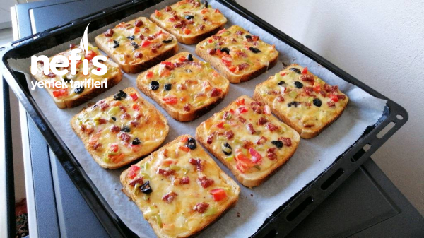 Pizza Tadında Kahvaltılık Ekmek Dilimleri