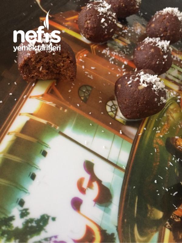 3 Malzemeli Pişmeyen Çikolata Topları