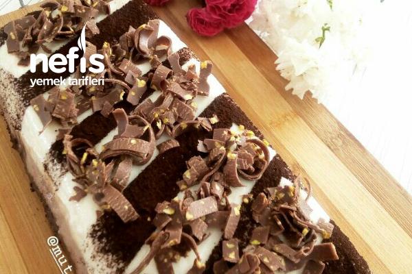 3 Renkli Çikolatalı Muhallebi Pasta Tarifi