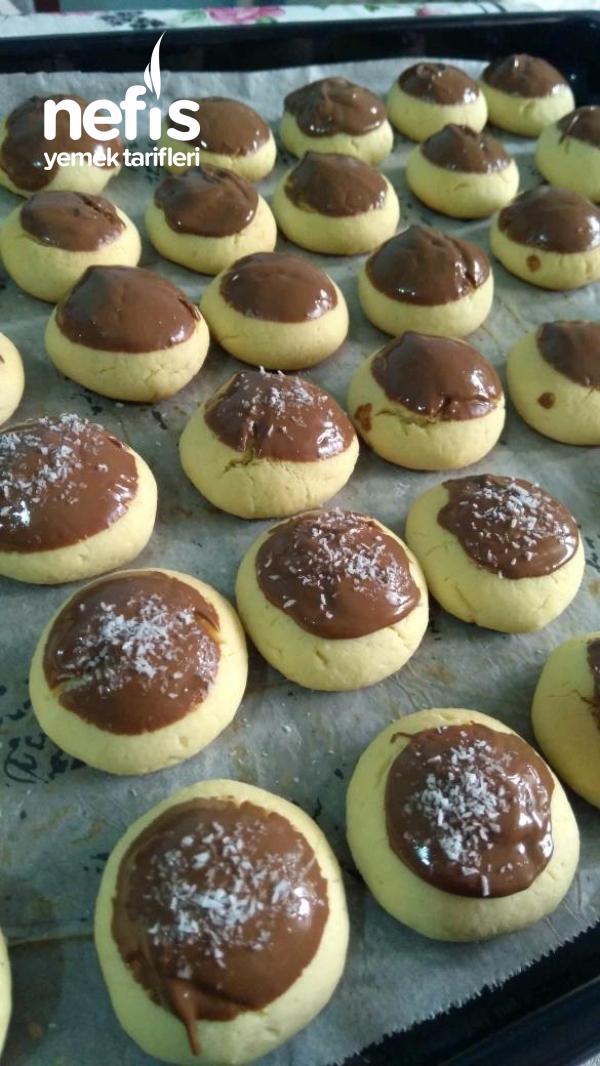 Üzeri Çikolatalı Hindistan Cevizli Kurabiye