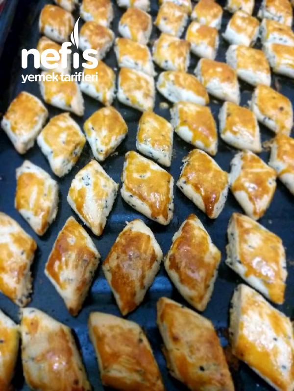 Kıyır Kıyır Çörek Otlu Kurabiye