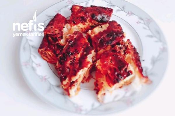 Kıymalı Börek (Hazır Yufkadan) Tarifi
