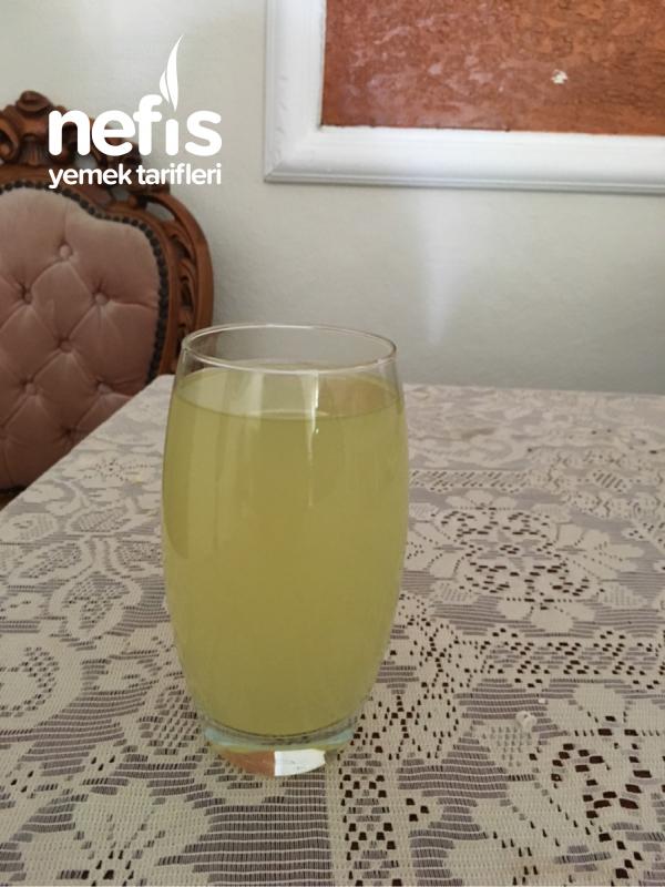 Kavun Ve Limonun Karışık Meyve Suyu