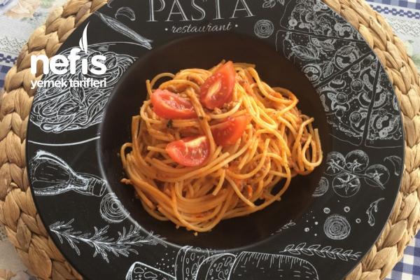 Kremalı Domatesli Fesleğenli Kıymalı Spagetti Tarifi
