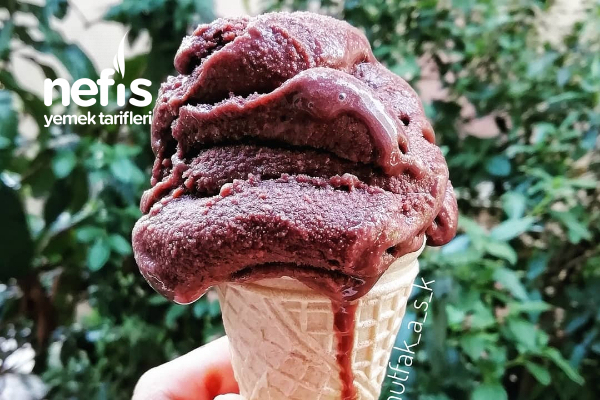 Ev Yapımı Çikolatalı Dondurma Tarifi