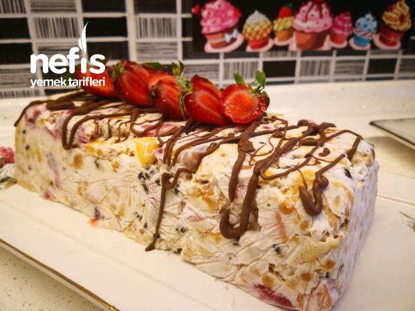 Meyveli Parfe Tarifi – 5 Dk Hazırlanan Yaz Pastası