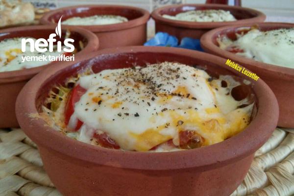 Güveçte Kahvaltılık Sebzeli Sucuklu Yumurta (Favori Tarif) Tarifi