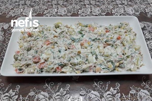 Tel Şehriyeli Yoğurtlu Salata Tarifi