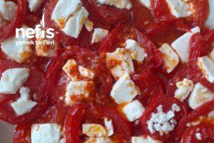 Ezine Peynirli Dağ Kekikli Enfes Kahvaltılık Domates Tarifi