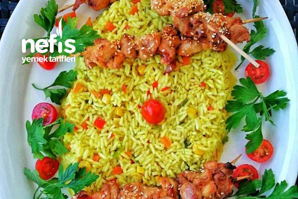 Baharatlı Pirinç Pilav Eşliğinde Tavuk Çöp Şiş Tarifi