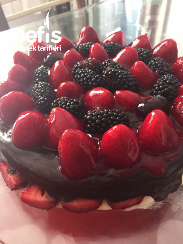 Ambrosia Kara Orman Pastası