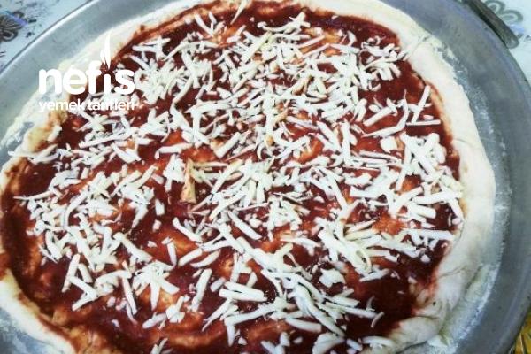 Kaşar Peyniri Kenarlı Pizza