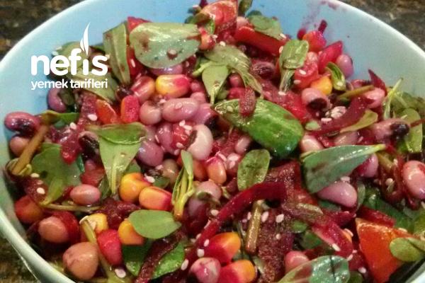 Semiz Otlu Börülce Salatası Tarifi