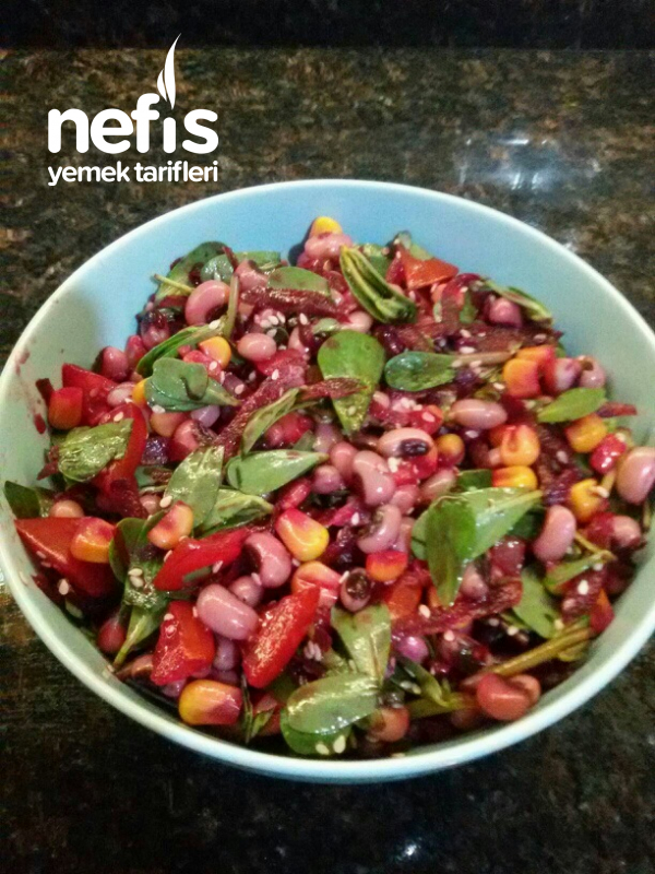 Semiz Otlu Börülce Salatası