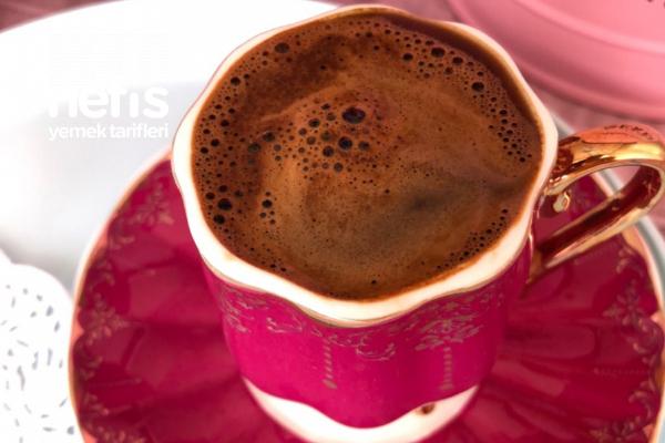 Az Şekerli Vanilyalı Türk Kahvesi Tarifi