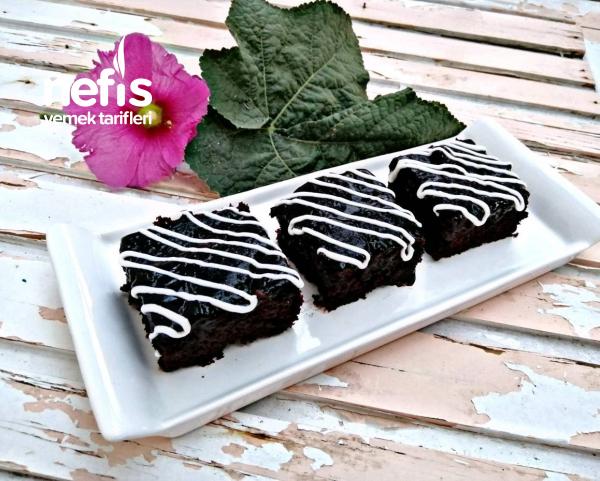 Brownie Tadında Çikolata Soslu Kek