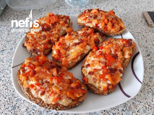 Firinda Kahvaltilik Pizza Ekmekler