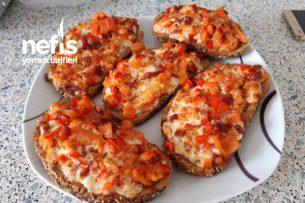 Fırında Kahvaltılık Pizza Ekmekler Tarifi