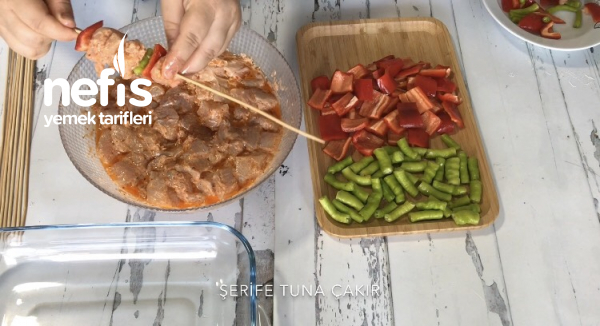 Tavada Tavuk Şiş (videolu)