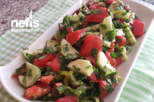 Sirkeli Salata ( Zeytinyağlıların Yol Arkadaşı) Tarifi